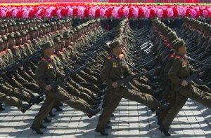 Sell iss en Pickder vun en Military Schtrutz in Pyongyang, die Haaptschtadt.