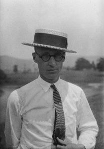 Schulmeeschder, John T. Scopes.