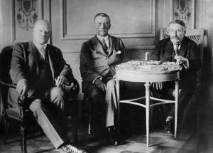 Der Gustav Stresemann, der Austen Chamberlain un der Aristide Briand in Locarno.