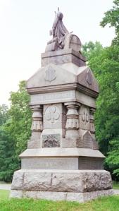 Es Denkmol vun re 148 Pennsylvaania uff em Schlachtfeld vun Gettysbarrick.