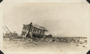 Galveston_Hurricane_1915_wrecked_home